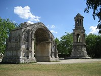 glanum st remy en provence walking holiday france
